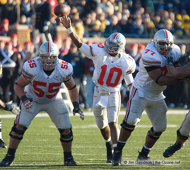 Rob_Sims_Nick_Mangold_Troy_Smith_Ohio_State_Michigan_2005_The_Game_football
